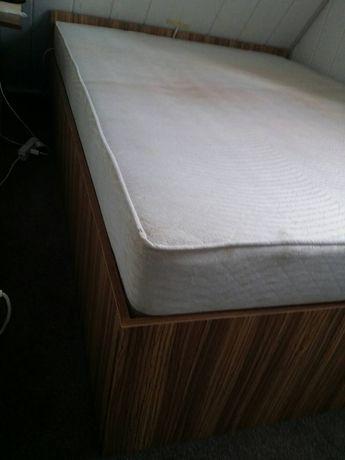 Łóżko stelaż z materacem
