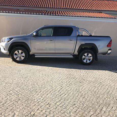 Vendo Toyota Hilux 2.4 D
