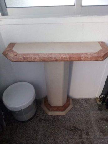 Mesa de pedra para troca