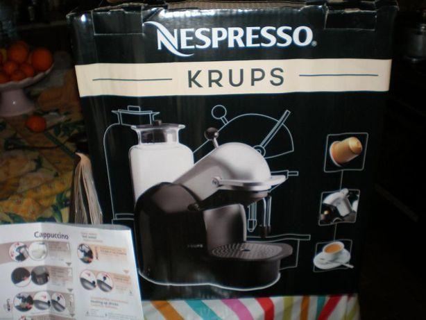 Maquina cafe Krups Nepresso nova