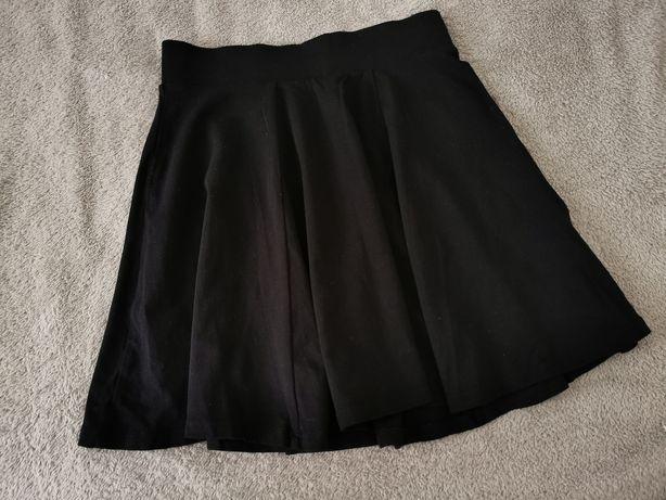 Czarna spódniczka w rozmiarze XS