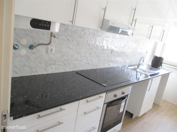 Lisboa Estrada da Luz T2,ampla vista, remodelado cozinha semi equipada