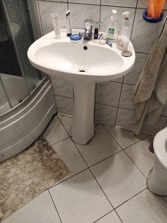 Duża umywalka z nogą