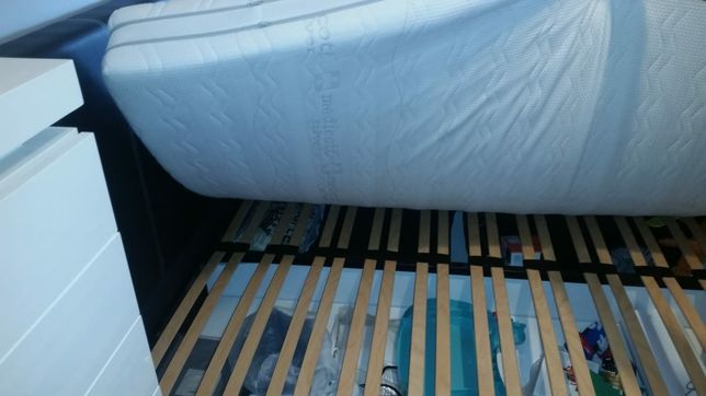 Łóżko  eko skóra  ze stelażem i pojemnikiem  do materaca 140x200