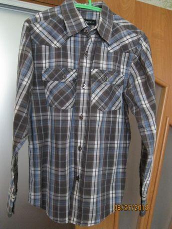Продам рубашку на мальчика 9-10 лет