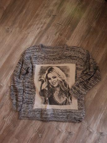 Fajny sweterek szary