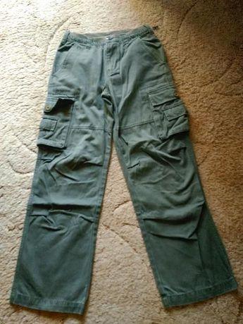 Штаны защитного цвета. Рост 152 см.