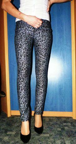 Spodnie jeansy skinny jeans rurki wzór panterka 34 XS 36 S metaliczne