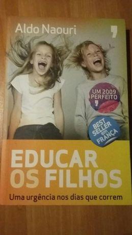 """Livro """"Educar os Filhos"""""""