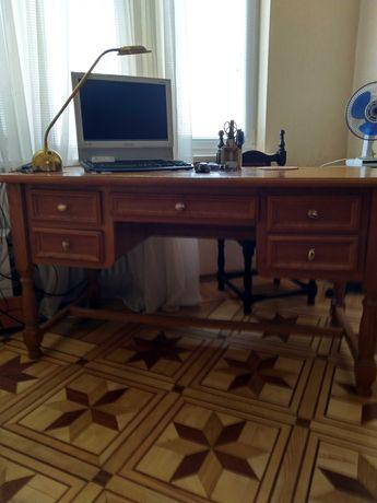 Продам стол письменный дубовый с креслом .