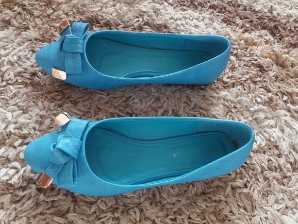 Niebieskie buty damskie. Rozmiar 39