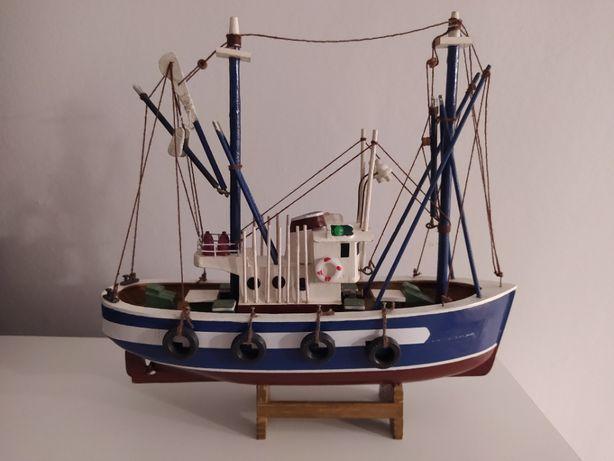 Drewniany model kutra rybackiego