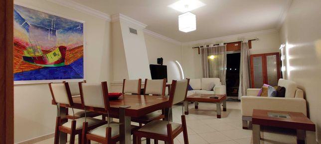 Apartamento T2 mobilado com estacionamento, elevador e terraço em Faro