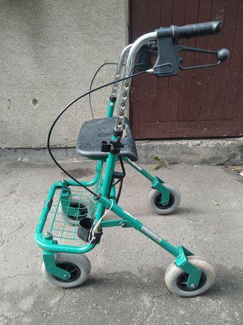 Ходунки (роллатор) для інвалідів та людей похилого віку.