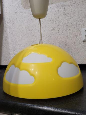dziecięca żółta lampa w chmurki
