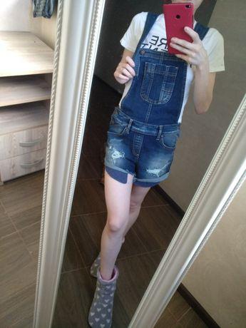 Комбінезон (джинсовий)