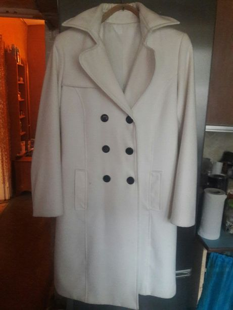 Пальто белое весеннее