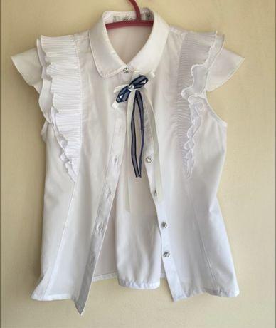 Блузка белого цвета с брошью deloras в идеальном состоянии, очень крас