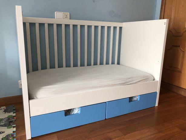 Berço para bebé e sofá de criança Stuva Ikea