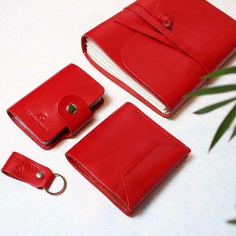 Набор кожаных изделий блокнот кошелек визитница брелок красный