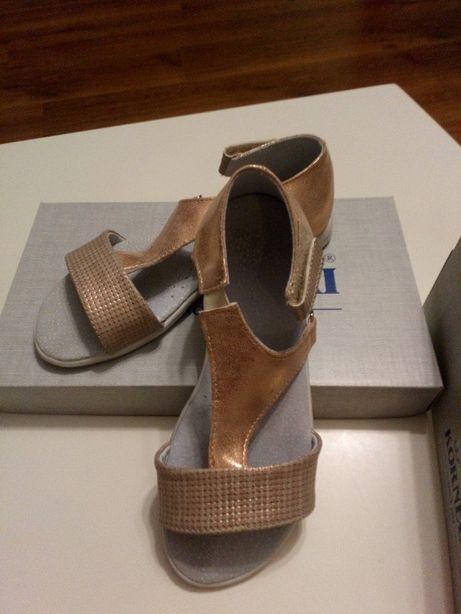 Sandałki Kornecki dla dziewczynki