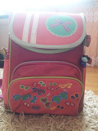 Каркасний рюкзак для першачка