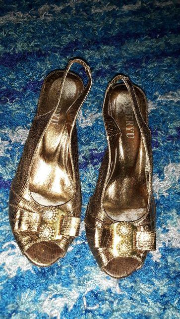 Sandalki złote