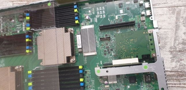 Fujitsu RX200 S7 Сервер DDR3