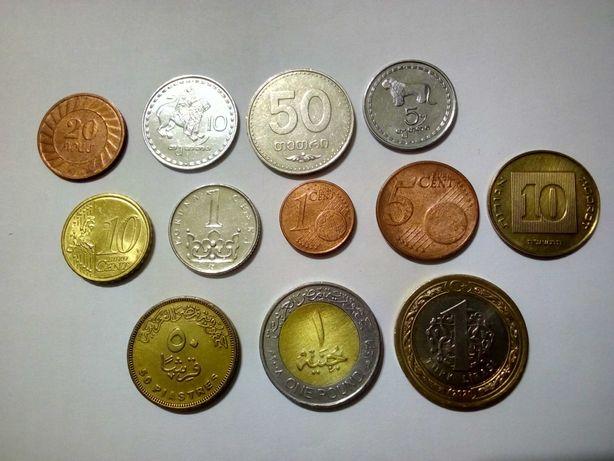 12 иностранных монет.