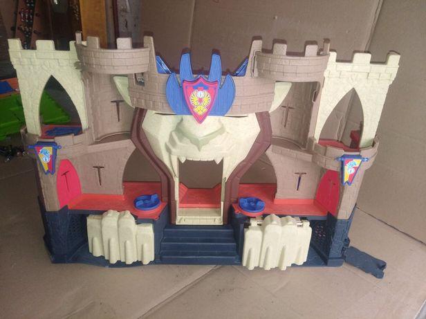 Величезний замок озвучений