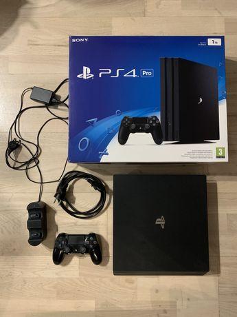 Konsola Playstation PS4 PRO 1TB Super Stan! + Stacja Ładowania