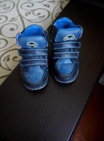Обувь для мальчика, ботинки, кроссовки, тапочки цена за 3 пары обуви