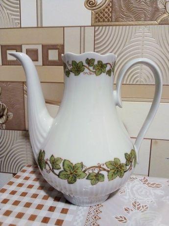 Фарфоровый чайничек ГДР без крышечки
