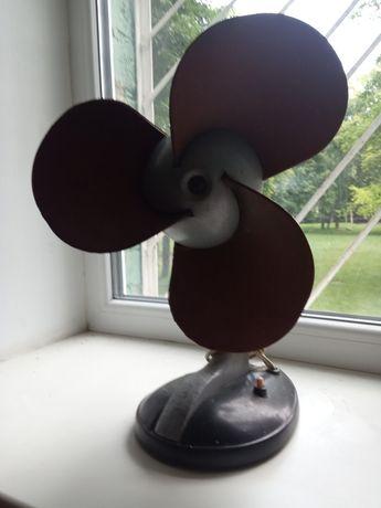 Продам настольный вентилятор.