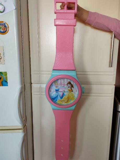 Zegar wiszący z księżniczkami