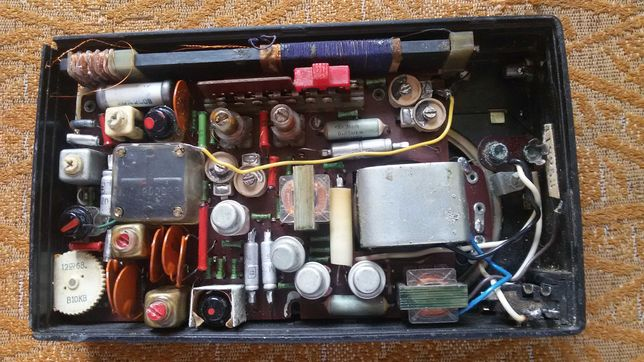 Радиоприемник с кожаным чехлом