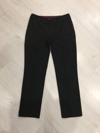 Фирмененные женские брюки Mi размер 40 (S-М) черные