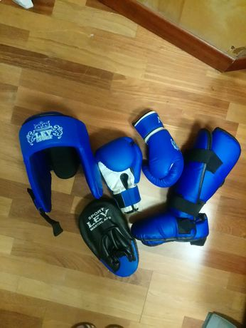 Спортивное оборудование для единоборств футы шлем перчатки