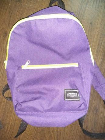 Рюкзак фирмы Demix , высота 40 см.