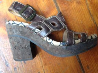 Sandálias Fly castanhas