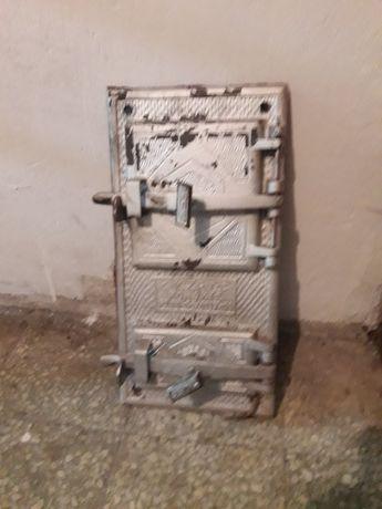Zabytkowe żeliwne drzwiczki do pieca kaflowego