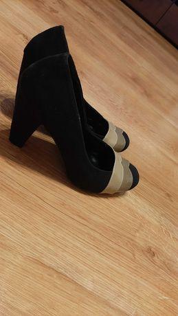 Buty zamszowe na obcasie rozmiar 38