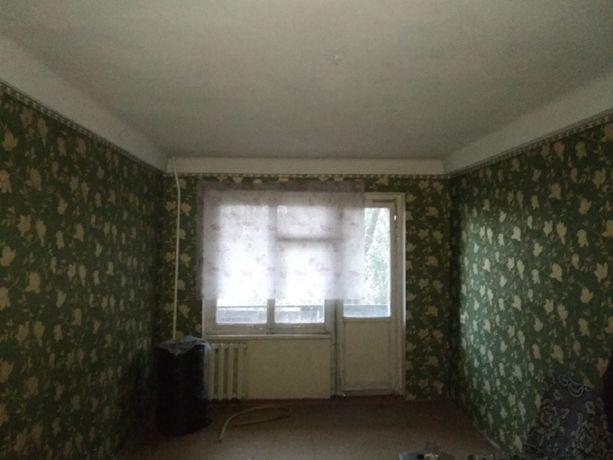 Продам 1-комнатную квартиру в Стаханове.