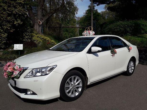 Авто на свадьбу Аренда авто с водителем Белая Toyota Camry 50 Трансфер