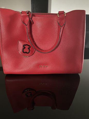Czerwona torebka marki Tous