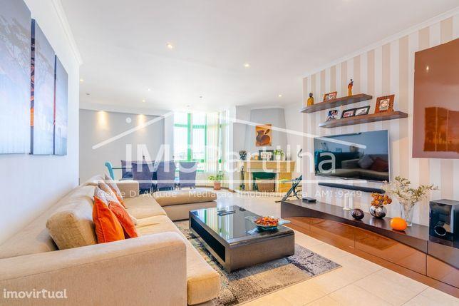 Nova Entrada - Apartamento T3 em Fitares (Rio-de-Mouro) c/ Garagem Box