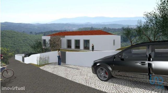 Prédio - 211 m² - T7