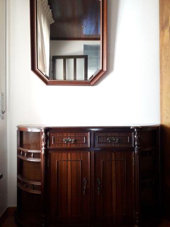 Aparador com espelho