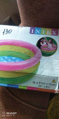 Бассейн для ребенка, игрушки в подарок