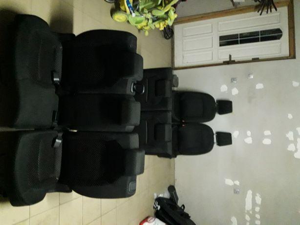 siedzenia fotele środek nissan qashqai + 2 2009r